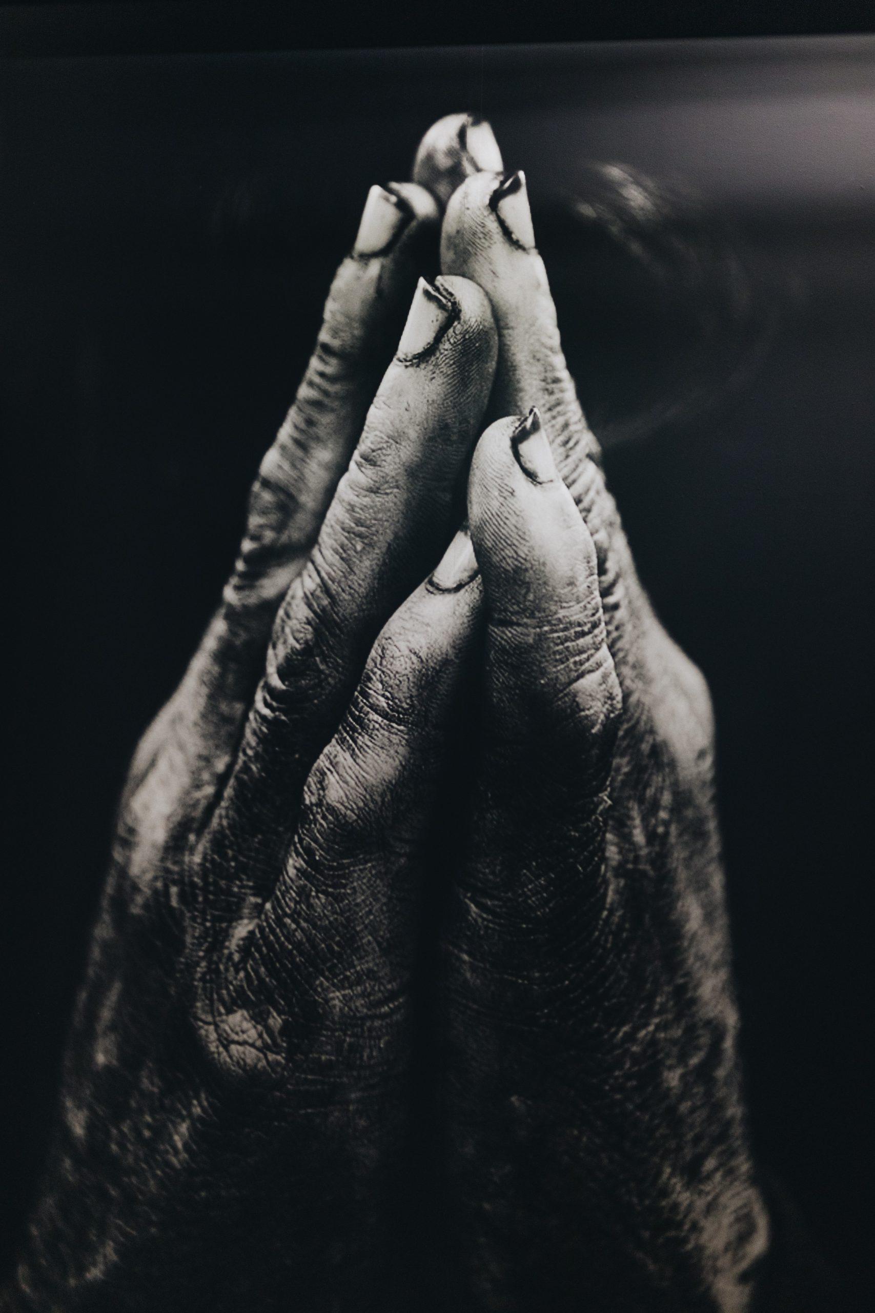 rugged-hands-praying